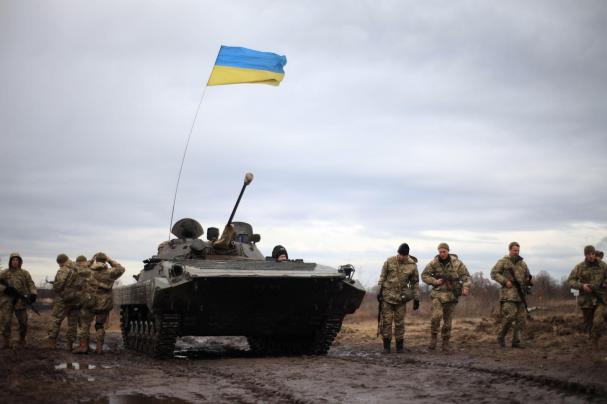 Киевские боевики продолжают размещать бронированную технику вблизи жилых домов — НМ ЛНР