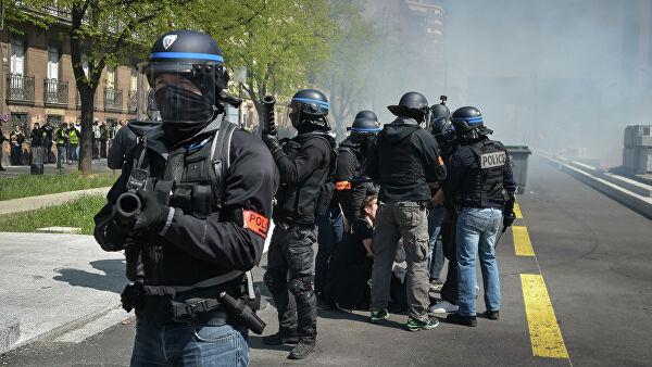 Полицейские в Тулузе применили против «Желтых жилетов» слезоточивый газ