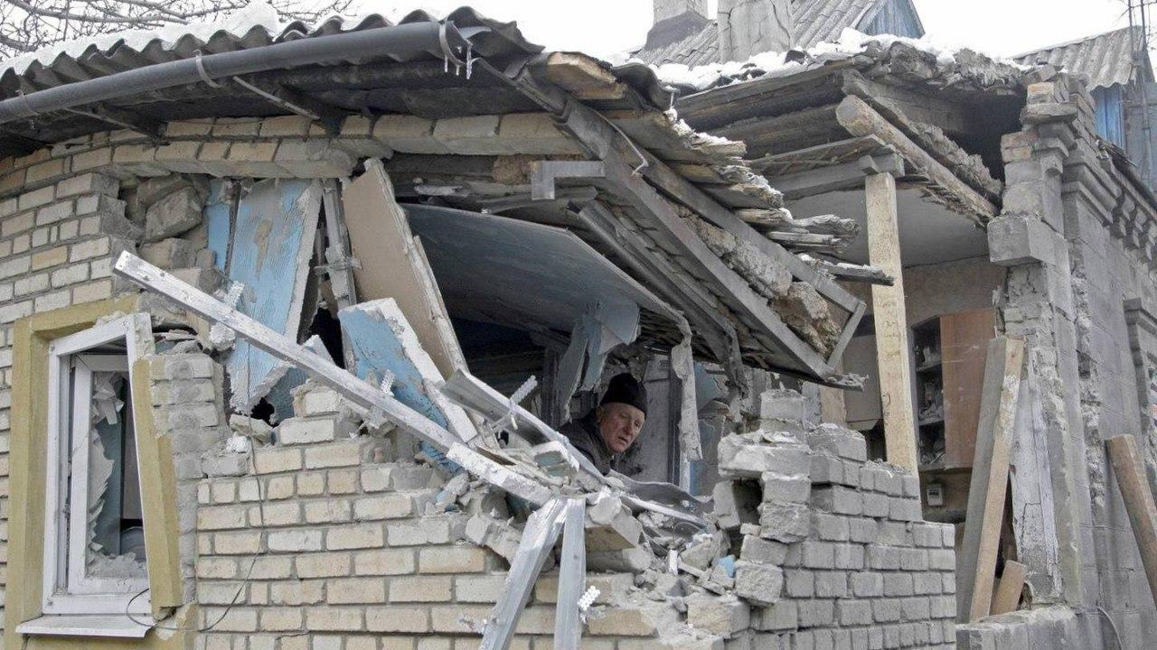 Жилой дом поврежден в Донецке в результате обстрела со стороны ВСУ – СЦКК