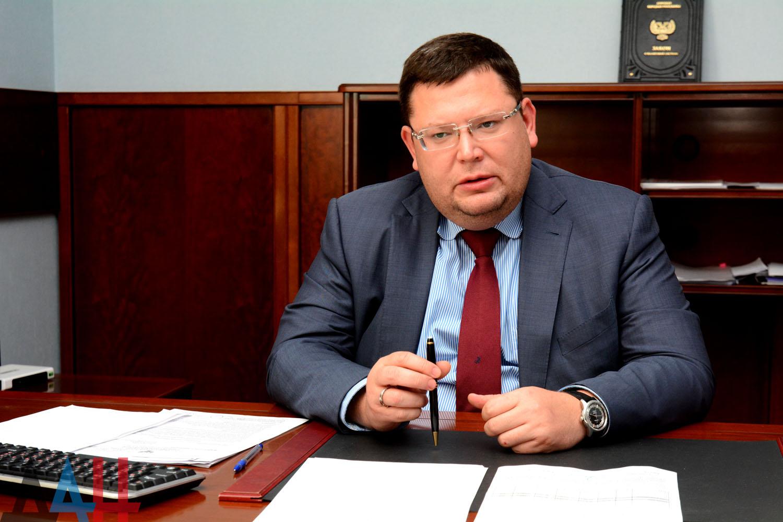 Лавренов: Станционарные погранпереходы в ДНР будут построены только после выхода на границы Донецкой области