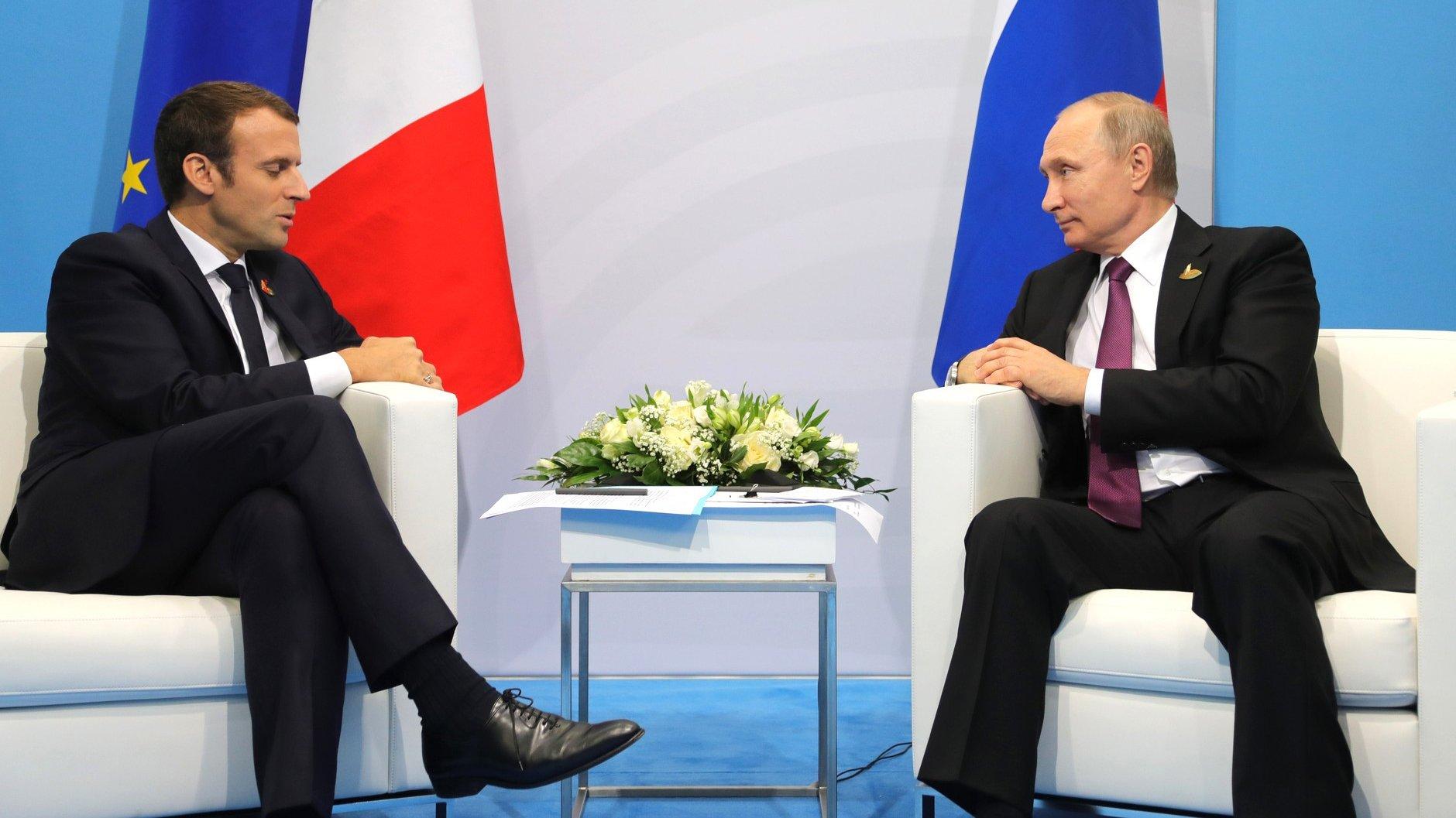 Путин обсудил с Макроном ситуацию на Украине и в Сирии