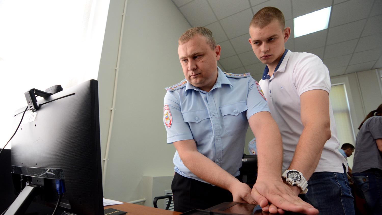 """""""Даешь тотальную дактилоскопию!"""": С 1 января при получении паспорта ДНР нужно снять отпечатки пальцев"""